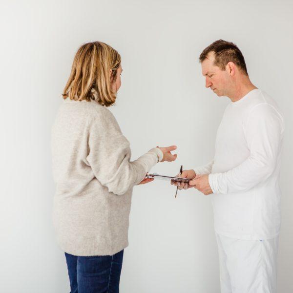 échange entre cliente et peintre airless